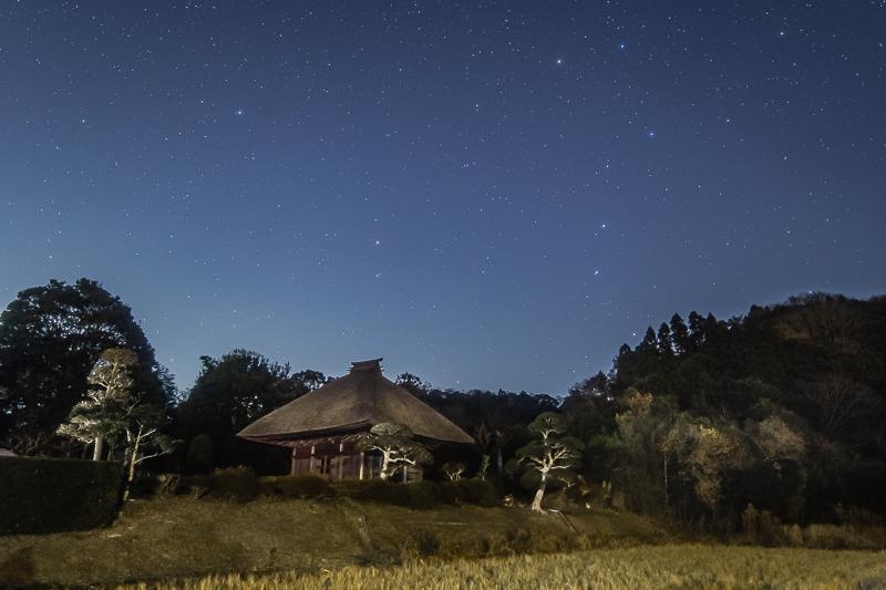 里山のお堂と大小の柄杓3.jpg