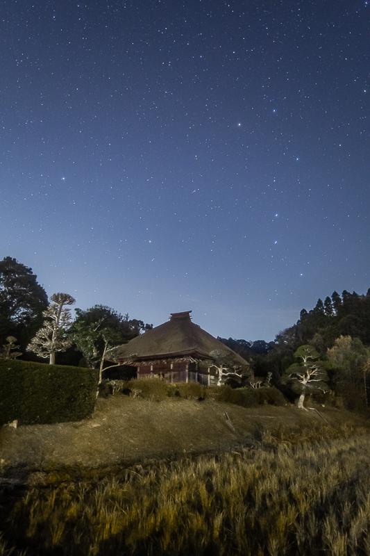 里山のお堂と大小柄杓3.jpg